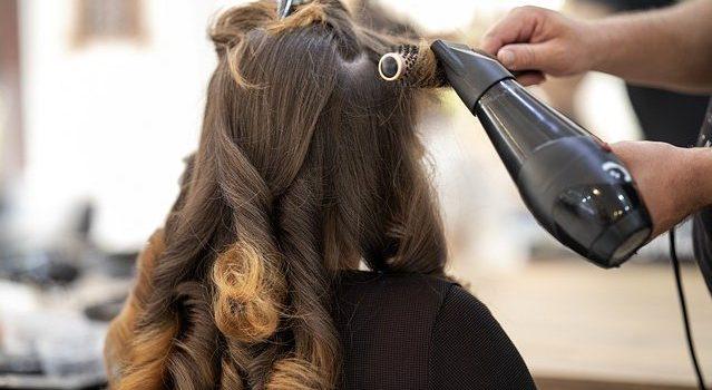 Saloni da parrucchiere: costi e iter burocratico per aprirne uno
